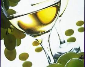 Белое столовое вино фото