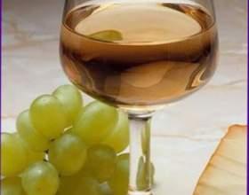 Белое сухое вино фото