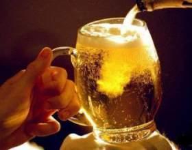 Как правильно наливать пиво из бутылки в бокал без пены фото