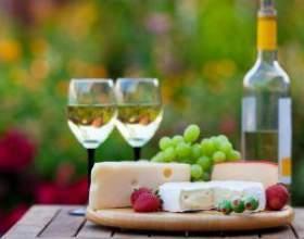 Какие блюда подают к красному и белому вину фото