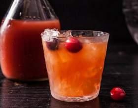 Карибская ночь. Лучшие коктейли с ромом и клюквенным морсом фото
