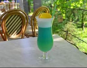 Коктейль «голубые гавайи» — тропический вкус в бокале фото