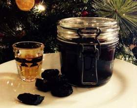 Коньяк с черносливом из самогона и водки фото