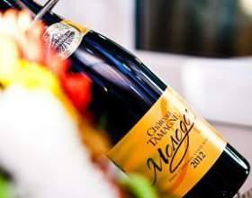 Красное и белое французское вино как эталон качества фото