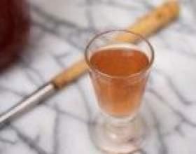 Ликер из ягод красной или желтой алычи фото