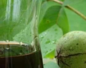 Ликер из зеленых и спелых грецких орехов фото