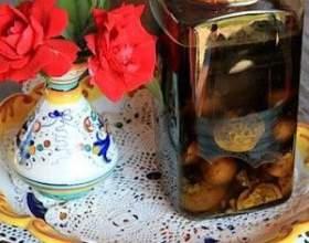 Настаиваем самогон на грецких орехах фото