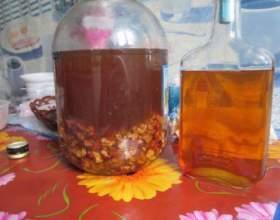 Настойка на самогоне и грецких орехах. Спиртовая настойка на перегородках грецких орехов фото