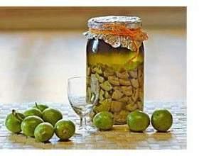 Настойка зеленого ореха на водке фото