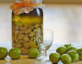 Настойки из зеленых орехов на водке и спирту фото