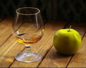 """Подробно о том, как сделать """"кальвадос"""" в домашних условиях с использованием яблок фото"""