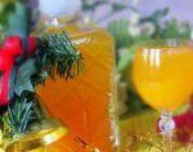 Праздничная мандариновая наливка из цедры с еловыми ветками фото