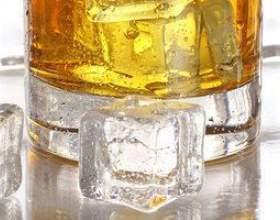 Разновидности виски и коктейль с яблочным соком фото