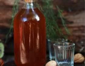 Рецепт и применение водочной настойки из грецких орехов фото