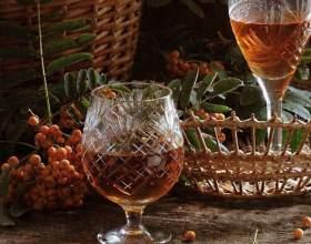 Рецепты приготовления домашнего вина из ягод рябины фото