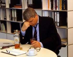 Ученые выяснили, что чаще спиваются трудоголики! фото