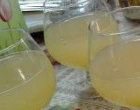 Винный напиток из кабачков фото